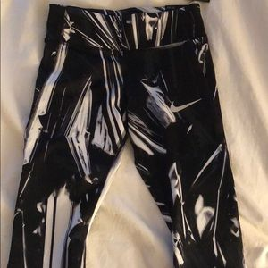 NWT Nike Epic Lux Tight Fit Leggings